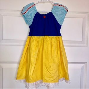 Snow White cosplay 🍎